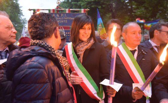 Piazza San Carlo - La sindaca Appendino con la fascia tricolore in un incontro pubblico