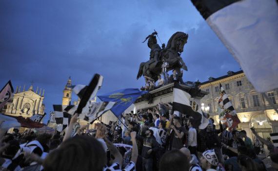 Tifosi della Juventus in Piazza San Carlo