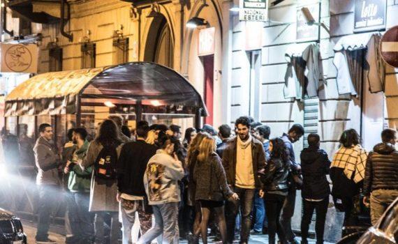 Ragazzi nella movida di Torino