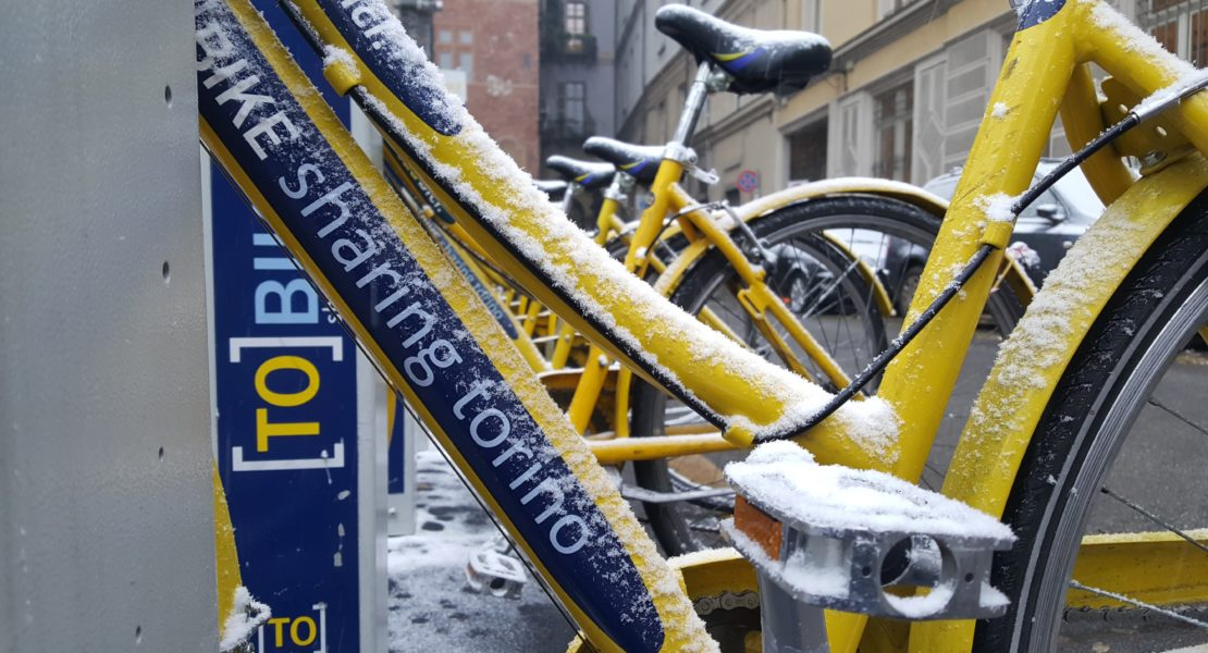 Bicicletta con la neve a Torino