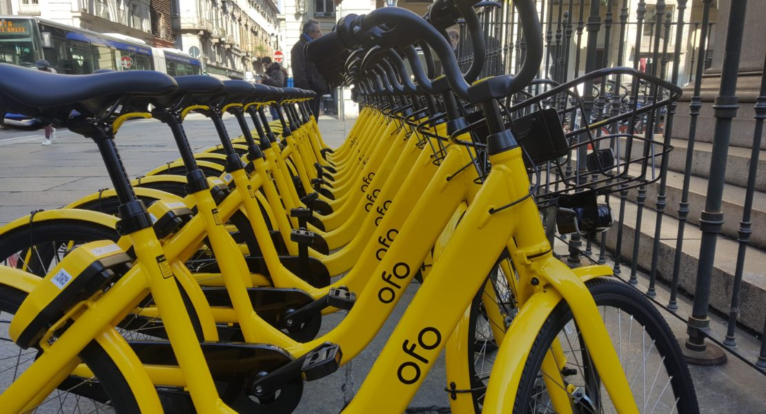 Bicicletta ofo del bike sharing free floating a Torino