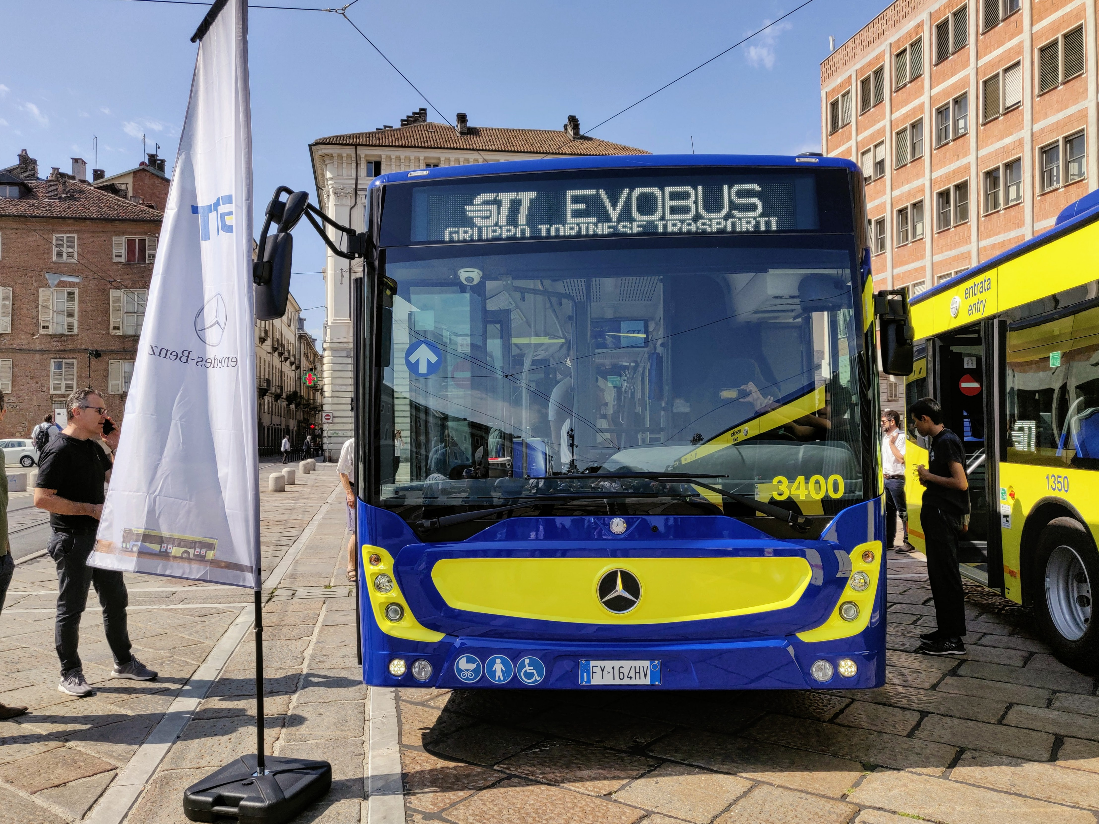 Nuovi autobus GTT a Torino fronte