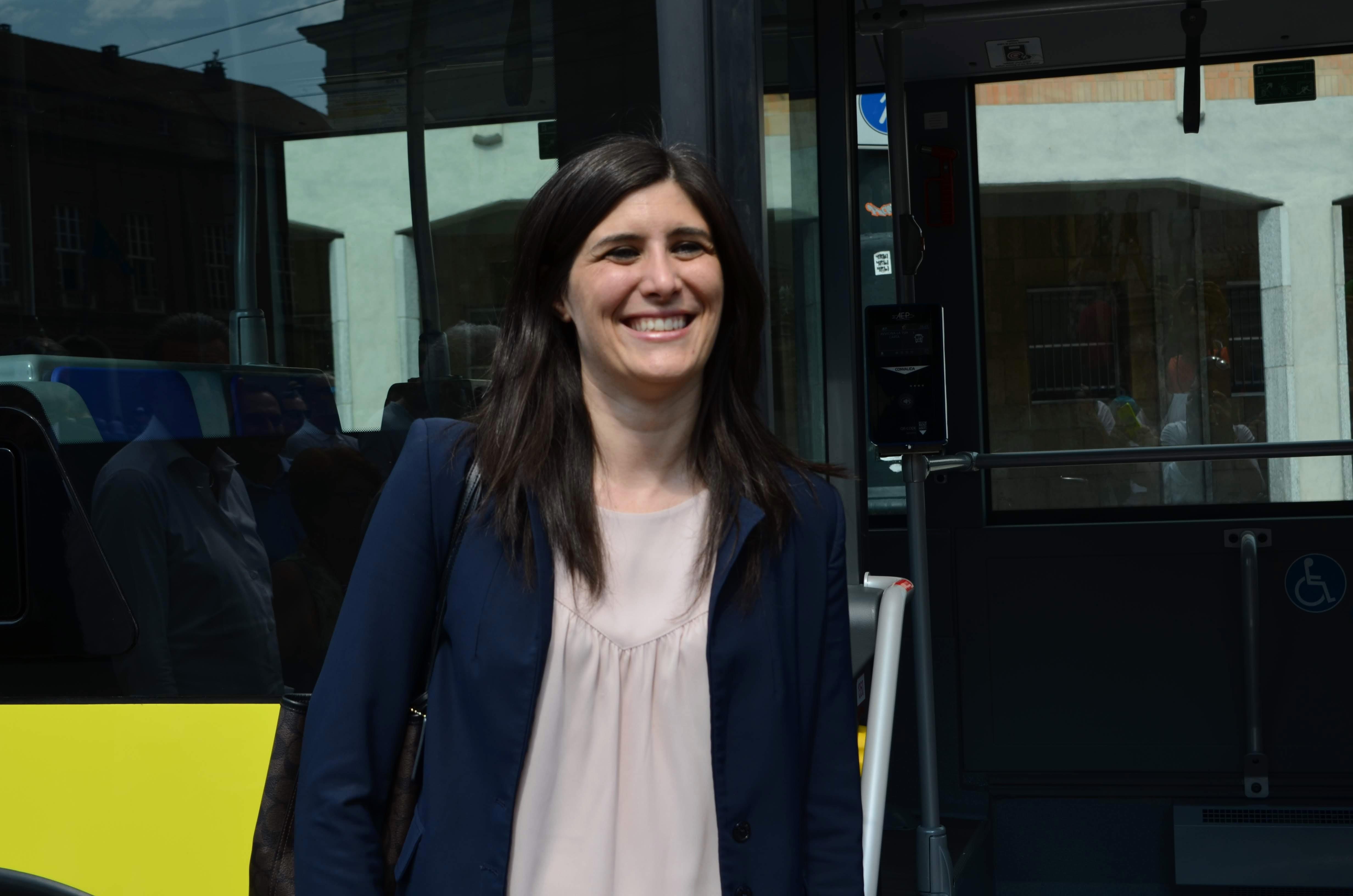 Chiara Appendino alla presentazione dei nuovi autobus di Torino