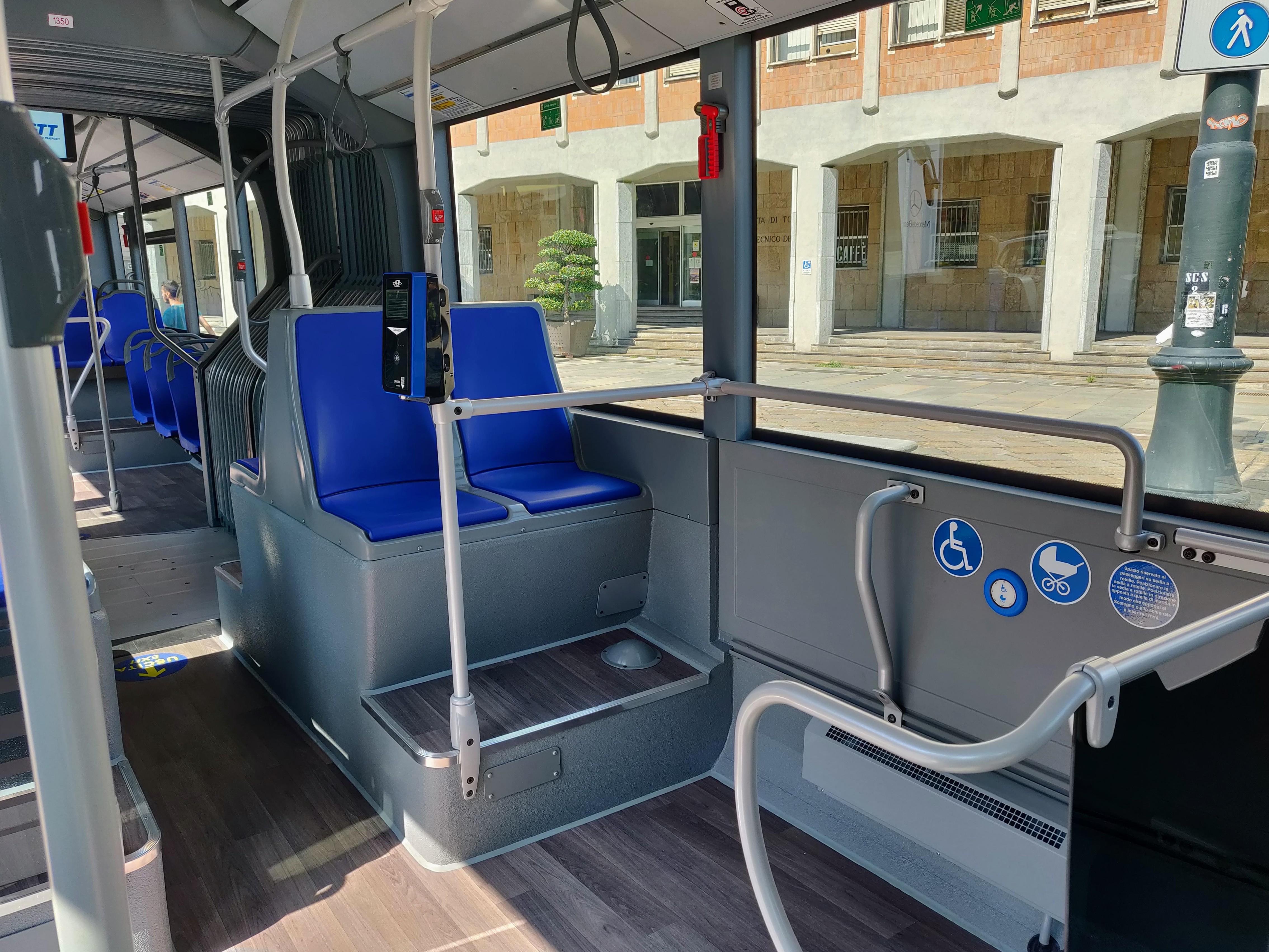 Nuovi autobus GTT a Torino posto per disabili
