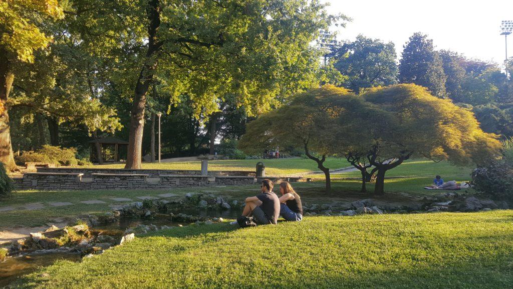 Ragazzi nel parco del Valentino a Torino